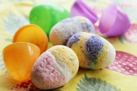 How to Make an Easter Egg Bath Bomb